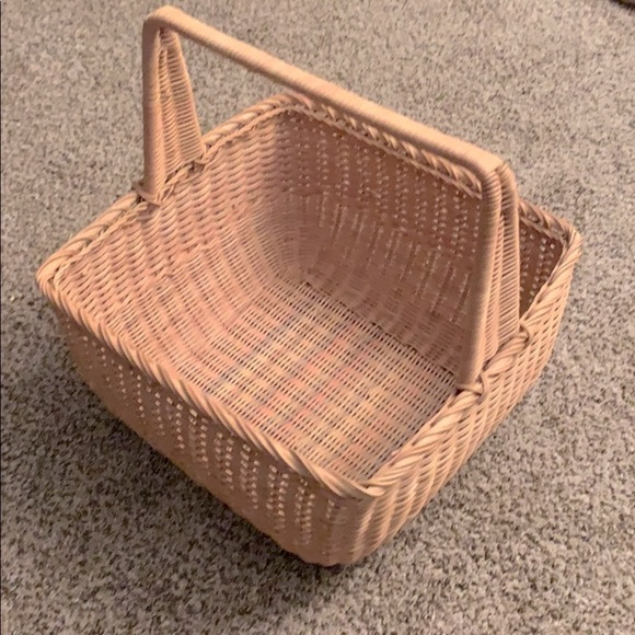 Subtle rainbow colors large handle basket